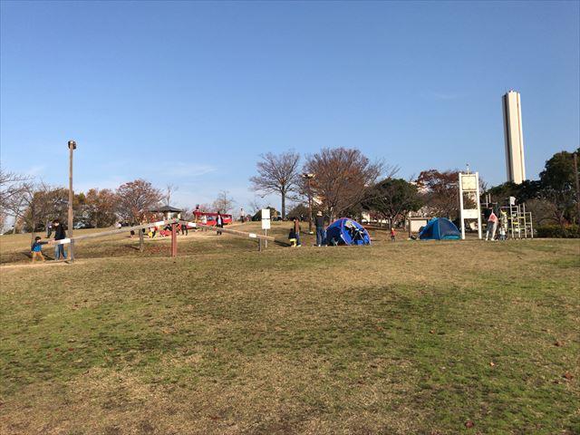 大和郡山市「九条公園」芝生広場と遊具