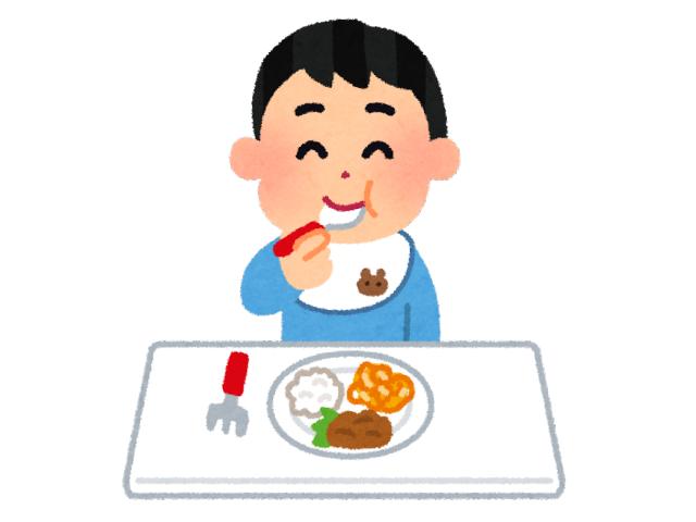 子供がご飯を食べている様子