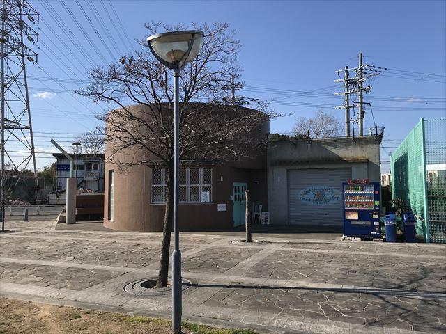 松原市「新町南公園」トイレと自動販売機
