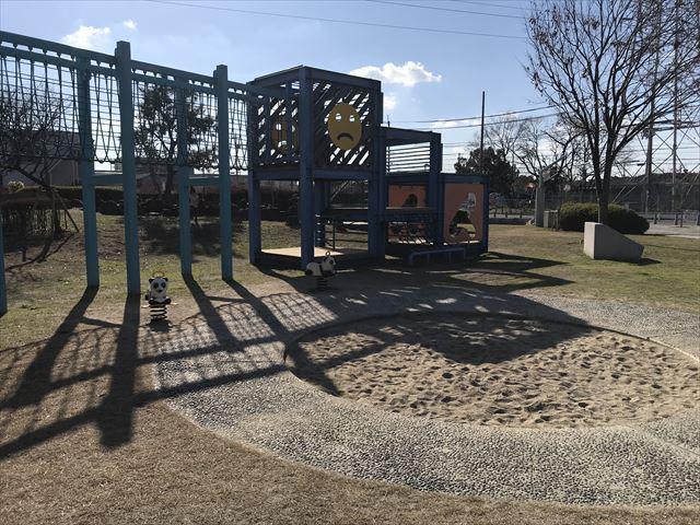 松原市「新町南公園」の大型遊具と砂場
