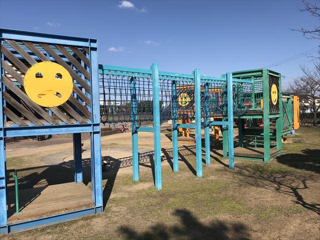 松原市「新町南公園」の大型遊具、ネットのはしご