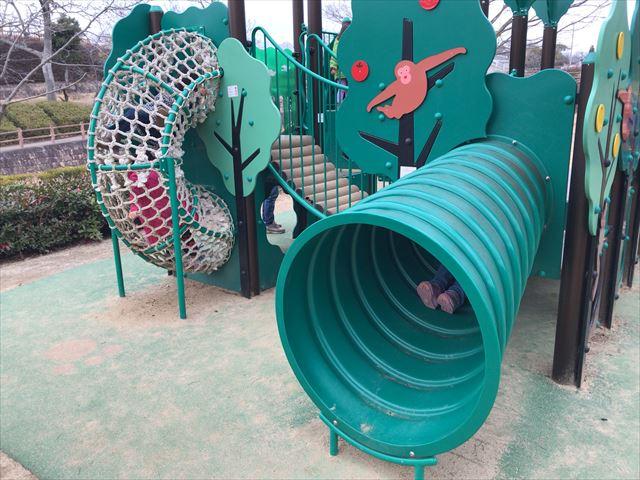 竹取公園の「花とせせらぎ広場」にあるミニ複合遊具
