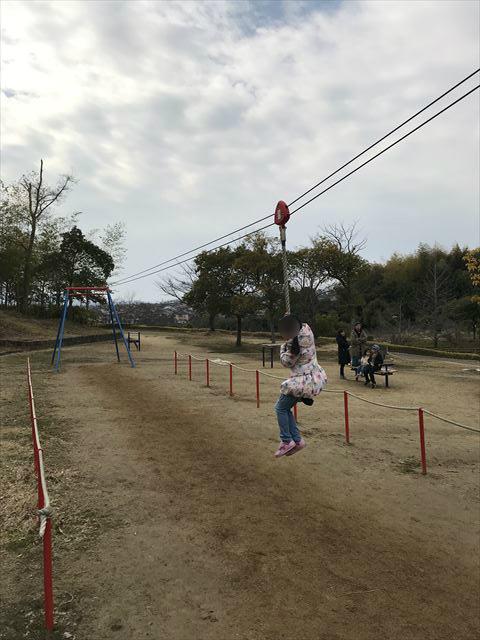 竹取公園の「わんぱく広場」にあるターザンロープ