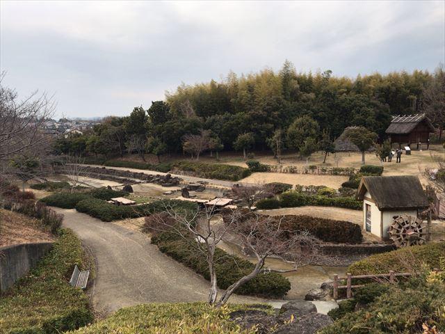 竹取公園の「古代住居広場」全体の様子
