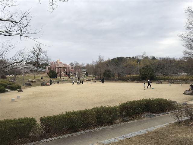 「馬見丘陵公園」ボール遊びができる広場