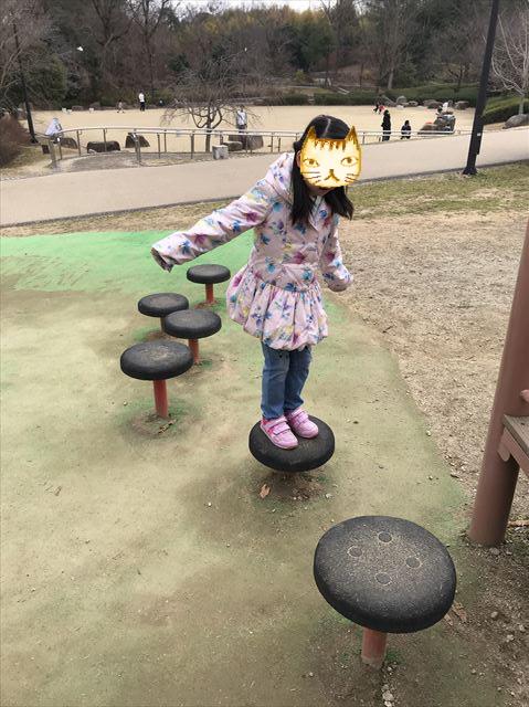 「馬見丘陵公園」大型遊具、跳ねながら進む遊具