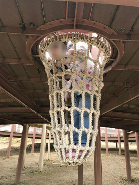 「馬見丘陵公園」大型遊具2階のネット