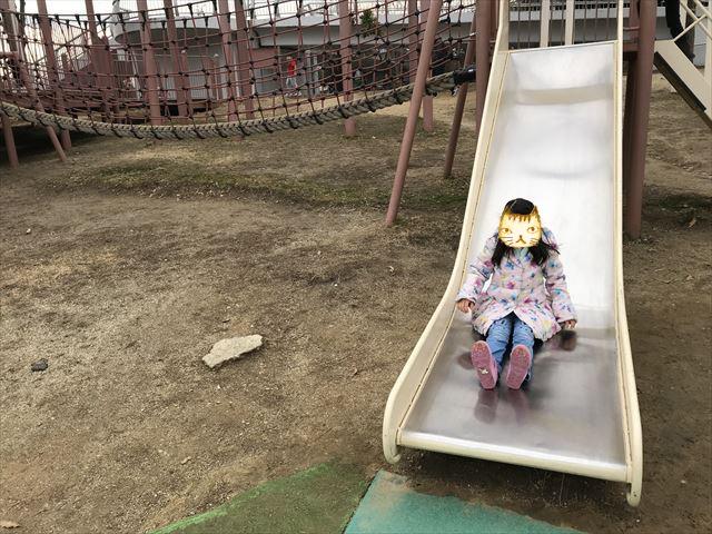 「馬見丘陵公園」大型遊具のミニ滑り台