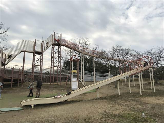「馬見丘陵公園」大型遊具とローラー滑り台