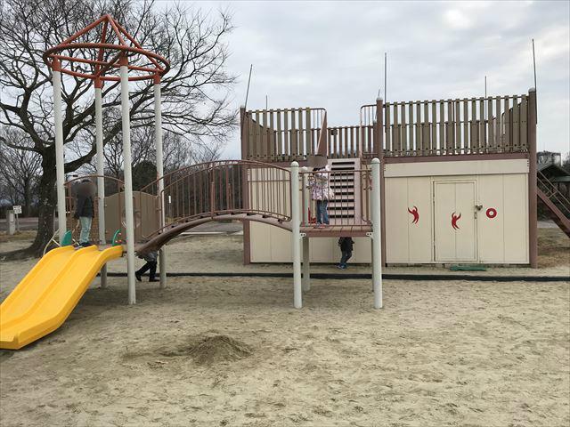 「馬見丘陵公園」砂場とミニ遊具