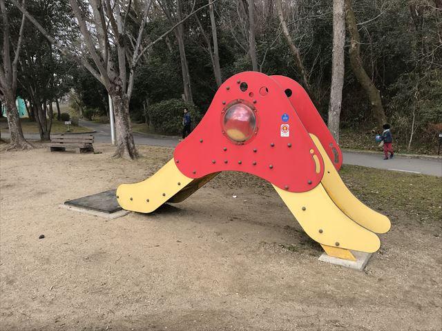 「大渕池公園・東地区」幼児向け滑り台