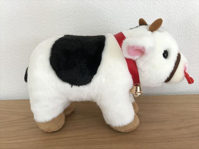 淡路島牧場で買った牛のぬいぐるみ。横から撮影