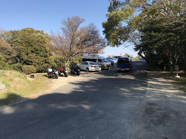 洲本城(三熊山)山頂付近にある駐車場
