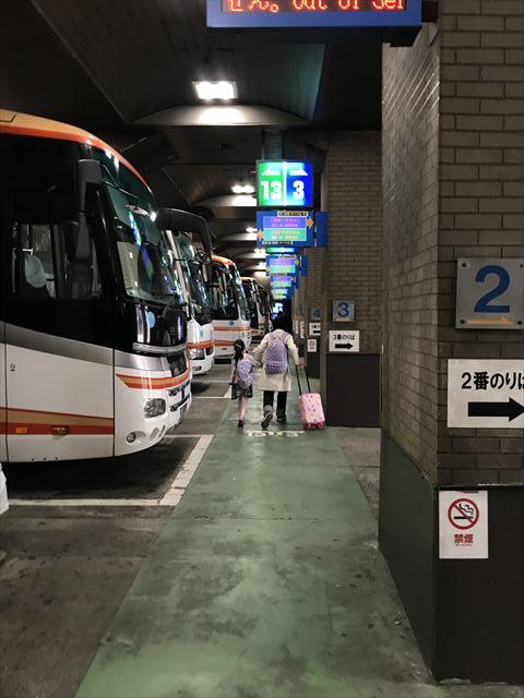 「神姫バス神戸三宮バスターミナル」バス乗車口の様子