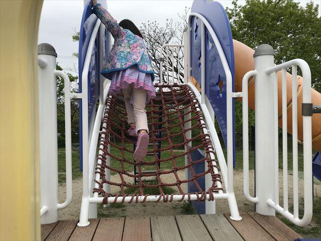 「水無瀬川緑地公園」複合遊具のネット