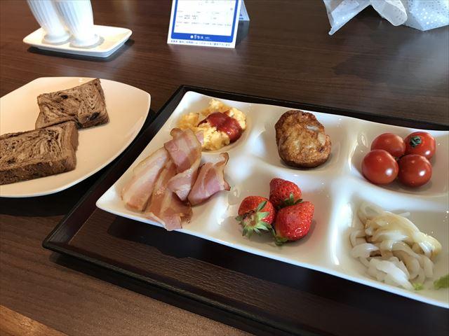 ホテル「夢海游 淡路島」朝食の和洋バイキング