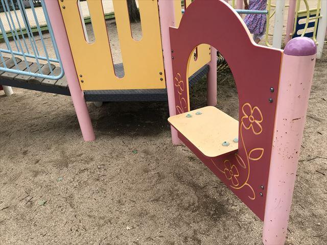 神戸「住吉公園」の複合遊具(幼児向け)お店やさんごっこができる