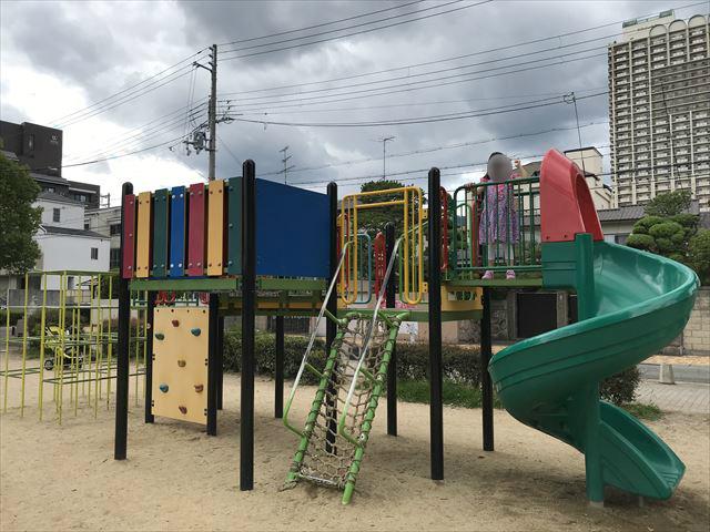 神戸「住吉公園」の複合遊具(幼児・小学生低学年向け)