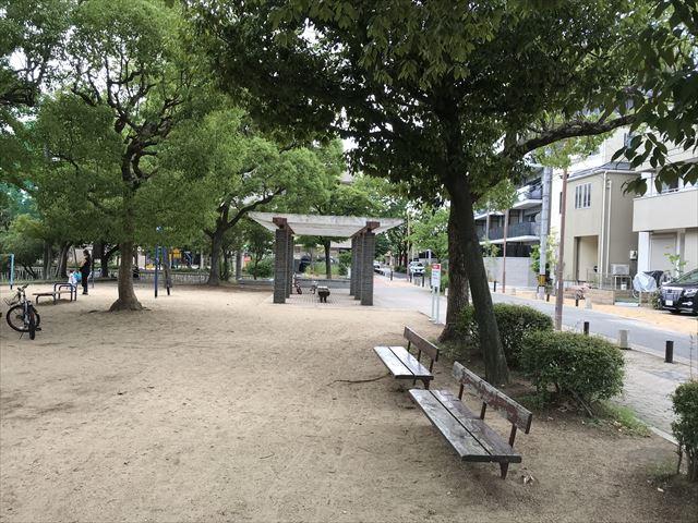 神戸「住吉公園」木陰とベンチ