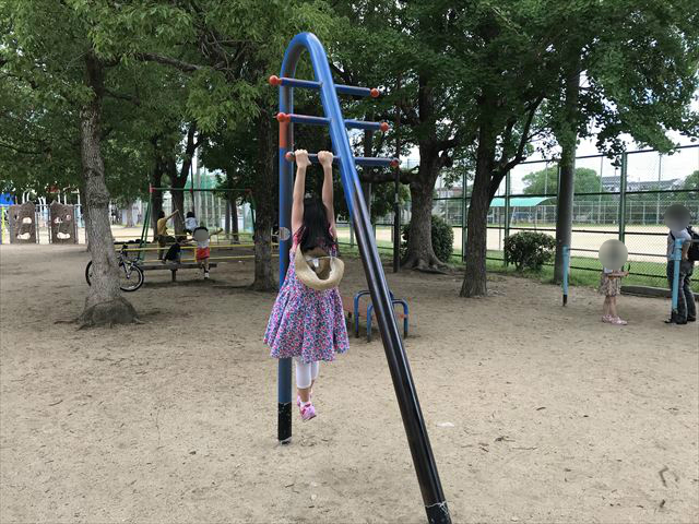 神戸「住吉公園」健康器具と鉄棒