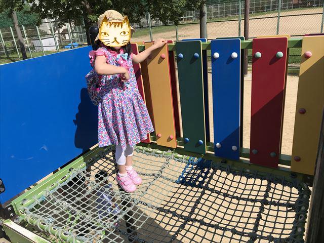 神戸「住吉公園」の複合遊具(幼児・小学生低学年向け)上ににあるネット