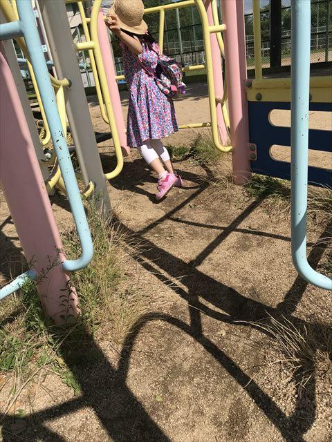 神戸「住吉公園」の複合遊具(幼児向け)めいろのような道
