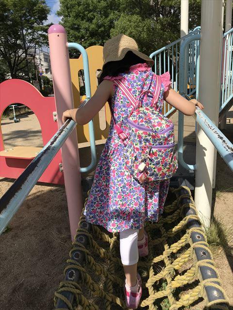 神戸「住吉公園」の複合遊具(幼児向け)ネットを上る