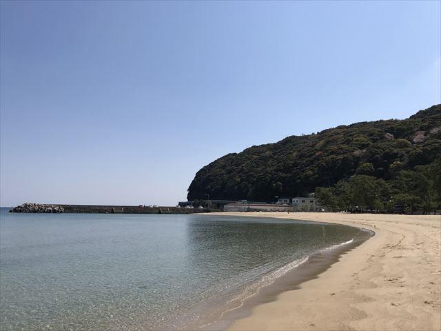大浜海水浴場と三熊山