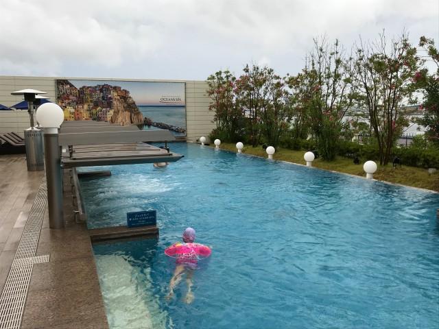 「神戸みなと温泉 蓮」屋外温水プール