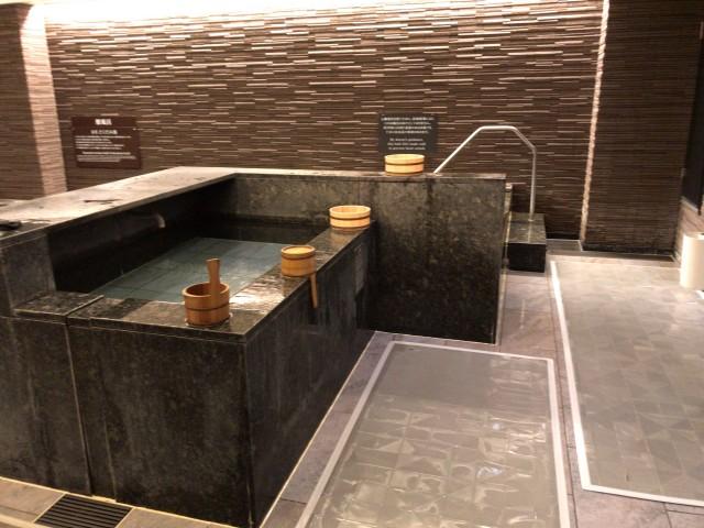 「神戸みなと温泉 蓮」1階の屋内大浴場