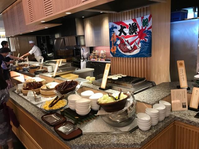 「神戸みなと温泉 蓮」朝食ビュッフェスタイルの様子
