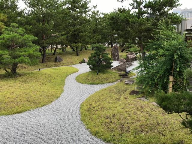 「神戸みなと温泉 蓮」日本庭園