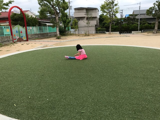 「三国ヶ丘公園」円状の人工芝