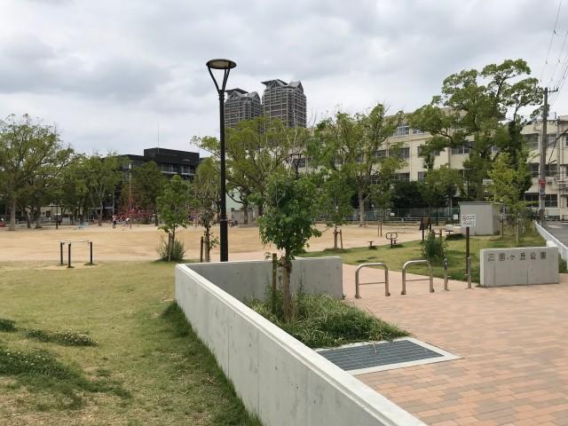 「三国ヶ丘公園」入り口