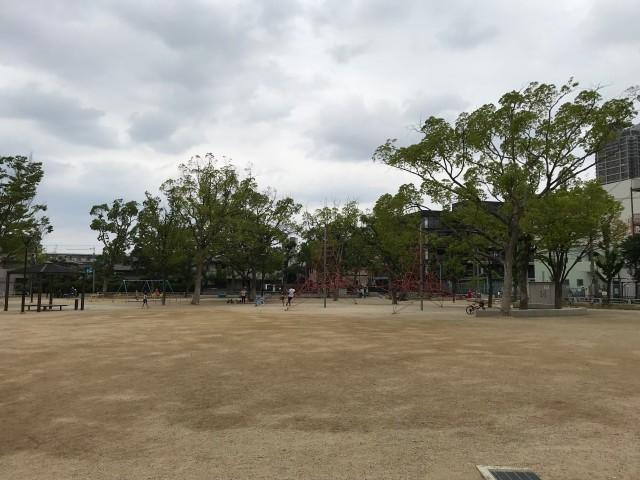 「三国ヶ丘公園」広場