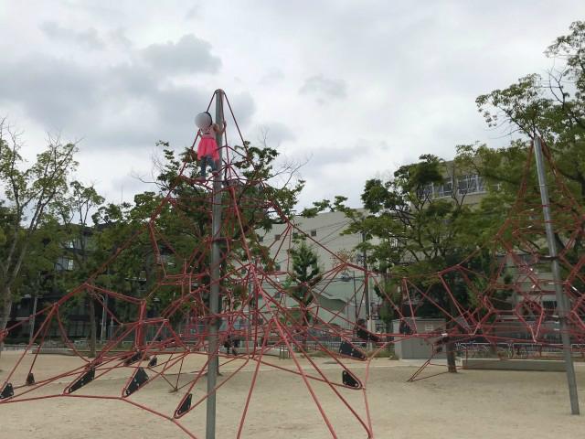 「三国ヶ丘公園」ロープ型ジャングルジム2つ