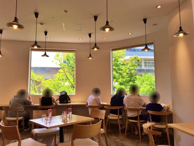 フードセレクトショップ「シェラトンマルシェ」カフェスペースの様子