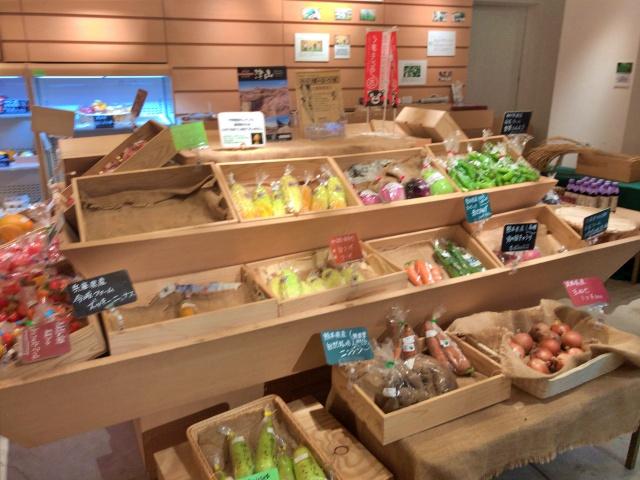 フードセレクトショップ「シェラトンマルシェ」店内の様子、野菜売り場