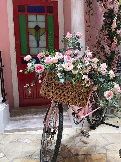 「英国フェア2019」バラが入った自転車