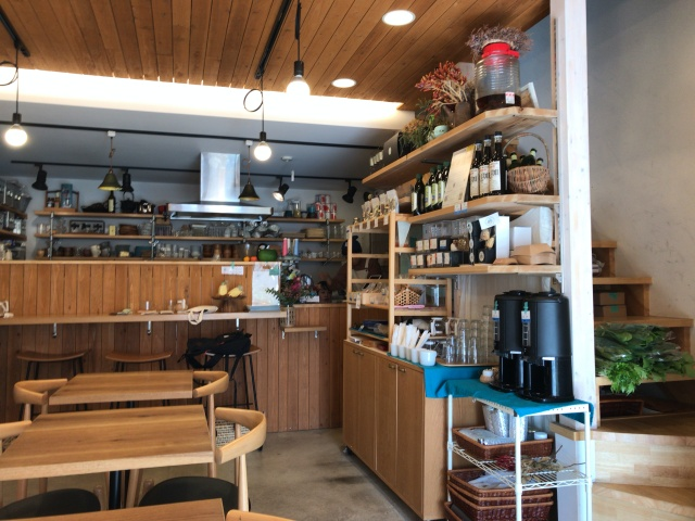 「カフェイコイ(CAFE icoi)」店内の様子