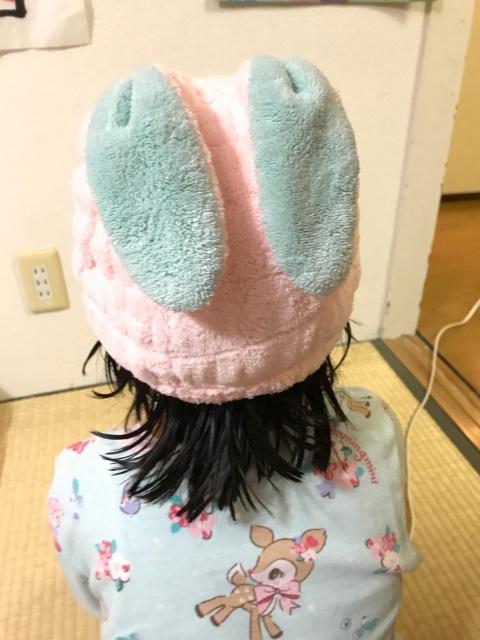 お風呂上がり用タオルキャップ「吸水アニマルキッズキャップ」をかぶっている子供