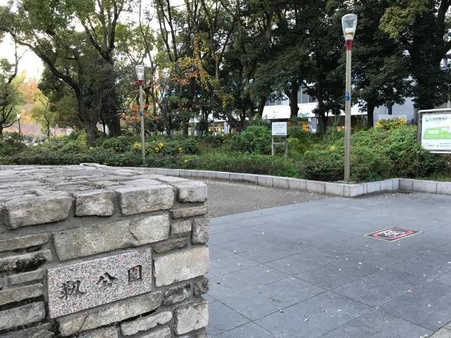 靭公園の奥に見える大阪科学技術館