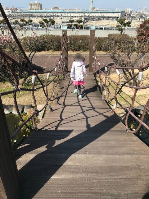 「川俣スカイランド」水辺の広場にある吊橋