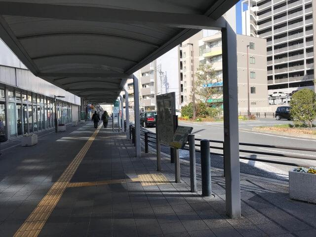 JR高井田中央駅前