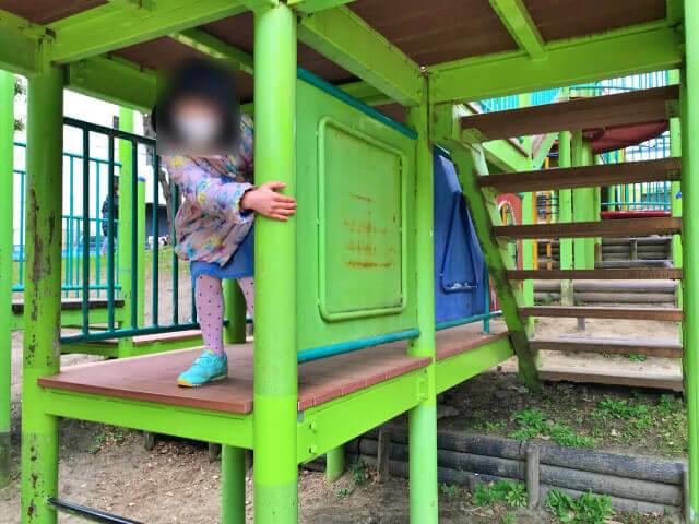 東高津公園の複合遊具。中2階