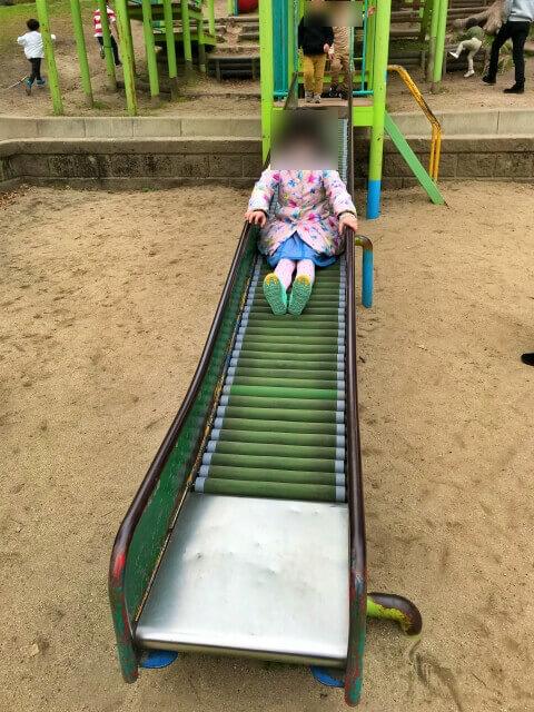 東高津公園の複合遊具いあるローラー滑り台