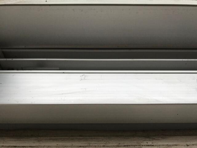 アルミ製窓のサッシ下側