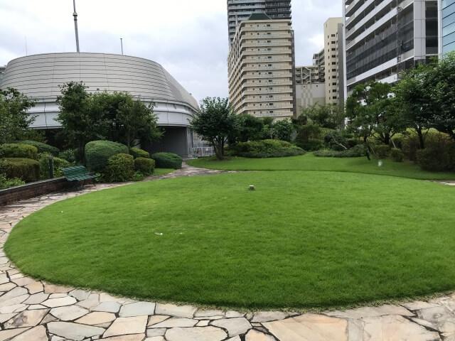 「OCAT屋上ガーデン」芝生