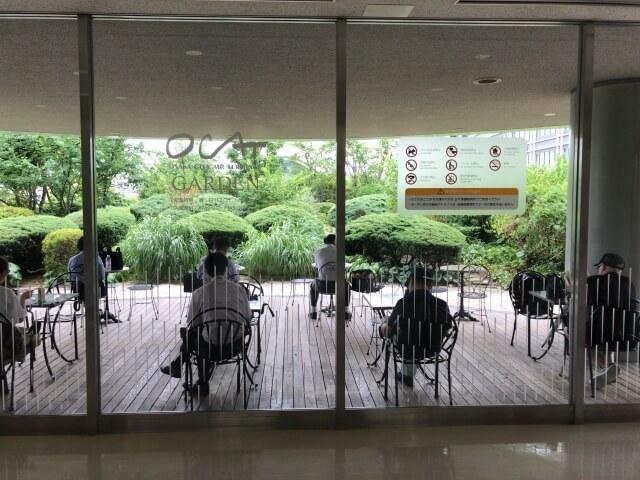「OCAT屋上ガーデン」の1人〜2人用の屋根付きテーブル席
