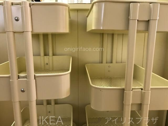 IKEAロースコグとアイリスプラザのキッチンワゴンを縦に並べて撮影。2段目の棚を拡大